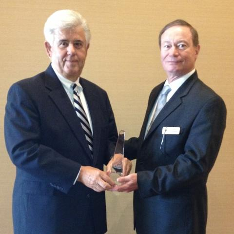 David Lunceford (left) receives the INDA Award for Lifetime Technical Achievement from Rory Holmes.